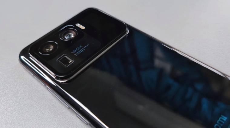 Videón a Xiaomi Mi 11 Ultra, amely a hátoldalára is kijelzőt kapott kép