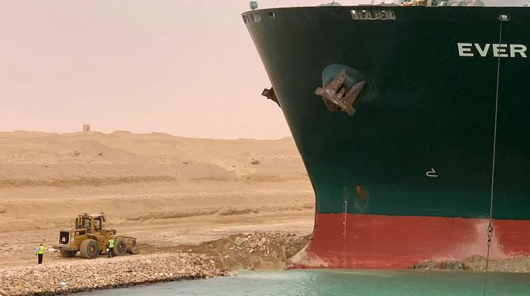 Napi büntetés: hát persze, hogy készült játék a Szuezi-csatornát eltorlaszoló hajó mentésére indult buldózerről bevezetőkép