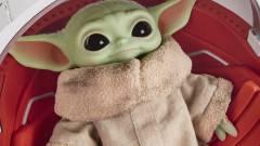 Star Wars luxus: a gyűjtőknek szánt Bébi Yoda-plüss gombnyomásra nyíló kapszulával érkezik kép