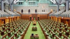 Pucéran jelentkezett be Zoomon egy parlamenti képviselő kép