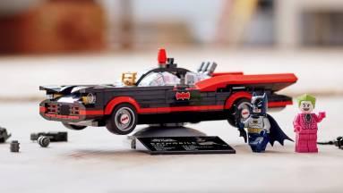 Az új LEGO Batmobil egyenesen a klasszikus Batman tévésorozatból gördült ki kép