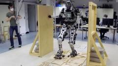 Ez a robot már egészen emberi módon képes áthaladni a hepehupás talajon kép