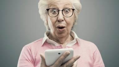 Az idősek digitális készségeit fejlesztő kampányt indított az NMHH kép
