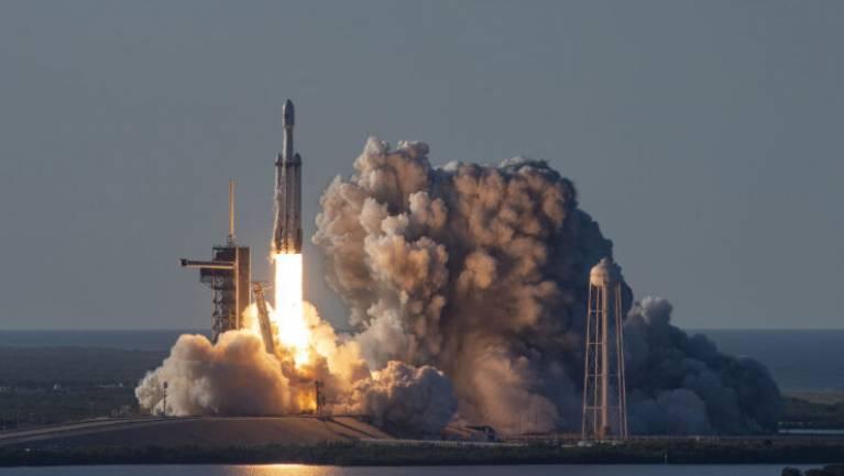 A NASA 1,5 milliárd dollárt takarít meg azzal, hogy a SpaceX megy a 628 millió kilométeres útra kép