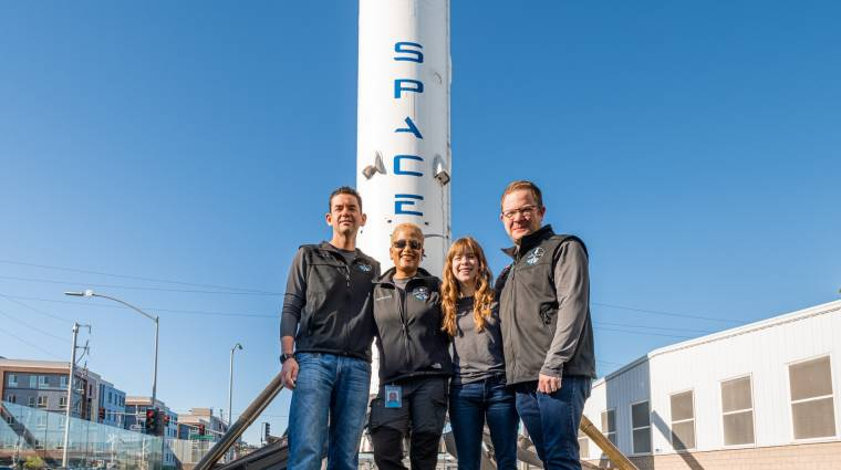 A SpaceX rakétája is civileket visz az űrbe, ami újabb fontos mérföldkő lehet az űrturizmusban kép