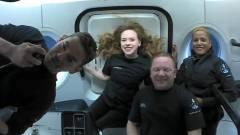 Sikerrel visszatért a Földre a SpaceX űrhajója, fedélzetén négy civillel kép