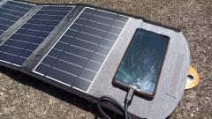 Így teljesít egy 22 wattos napelemes telefontöltő kép