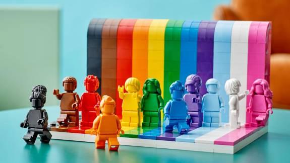 Az emberek sokszínűségét ünnepli a LEGO LMBTQ-témájú szettje kép