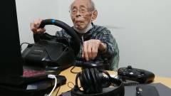 Napi cukiság: autós játékokkal csapatja a 93 éves nagypapa kép