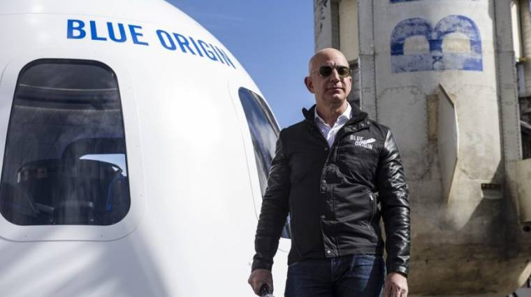 Jeff Bezos nagyon komolyan veszi az űrversenyt, magát is kilövi kép