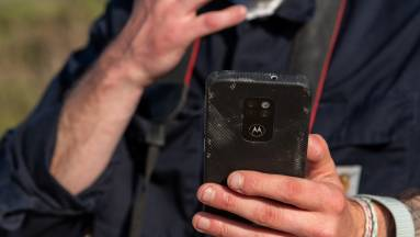 Erre a mobilra nem kell vigyáznod, mindent kibír, de ne örülj nagyon! kép