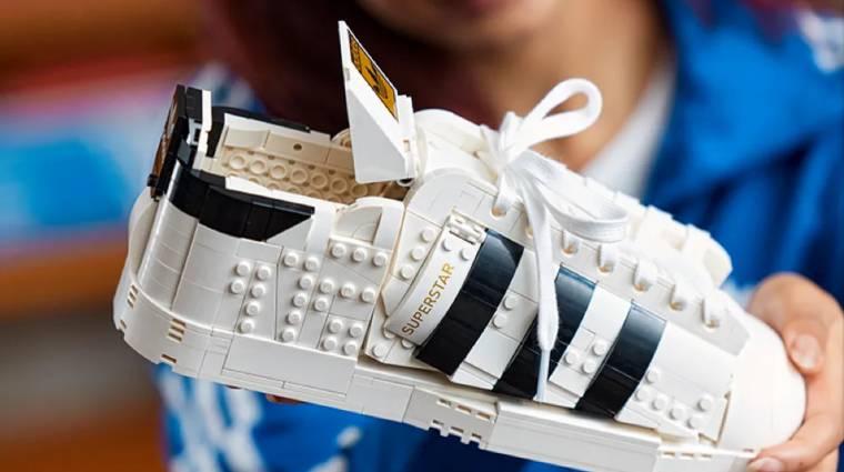 Ilyen tényleg van: itt a hivatalos LEGO Adidas cipő bevezetőkép
