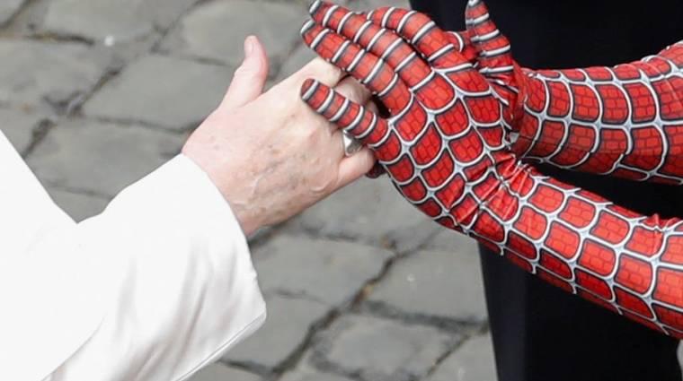 Nem vicc, Pókemberrel is találkozott a pápa bevezetőkép