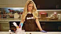 Agyzsibbasztó előzetest kapott a főzni nem tudó Paris Hilton főzőműsora kép
