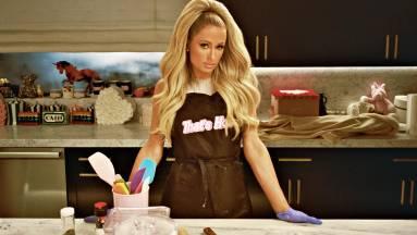 Agyzsibbasztó előzetest kapott a főzni nem tudó Paris Hilton főzőműsora fókuszban