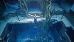 Megnyitott a világ legmélyebb medencéje Dubajban kép