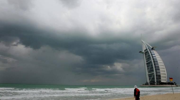 Felhőkbe küldött drónokkal csináltak esőt Dubajban kép