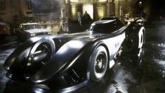A The Flash film új forgatási fotóin Michael Keaton Batmobilja és Supergirl is látható kép