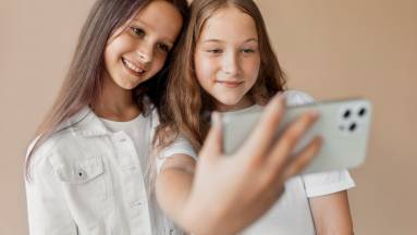 Ha már mobiltelefon kell a gyereknek, milyen tarifacsomagot érdemes választani? kép