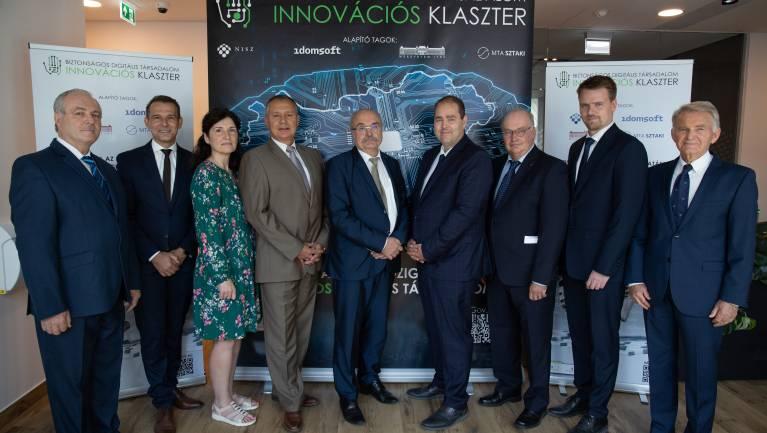 Új együttműködés támogatja a kormányzat biztonságos digitális fejlesztéseit kép