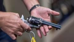 Egyre többen szorgalmazzák a valódi fegyverek kitiltását a forgatásokról kép