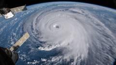 Bevitorlázott egy hurrikán közepére, ott készített döbbenetes felvételeket egy drón kép