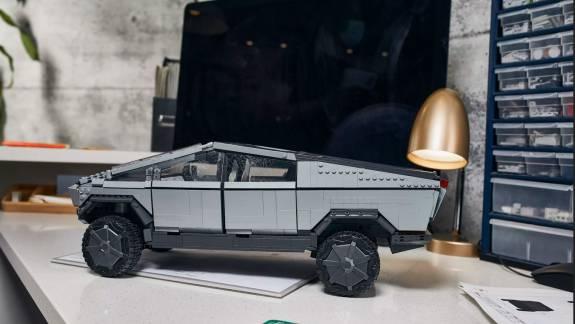 Gyárilag törött ablakkal érkezik a Mattel új Tesla Cybertruckja kép