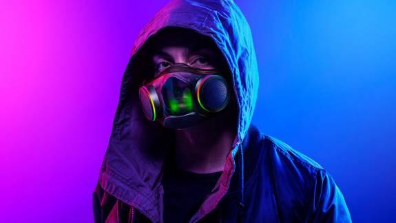 Nem olcsó mulatság a Razer RGB-s arcmaszkja kép