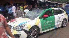 Rommá törték a Google kamerás autóját kép