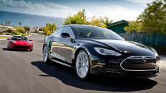 Musk: a Tesla önvezető autóihoz sofőr is kell kép