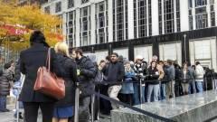 Még mindig tömött sorok állnak az iPhone 5S-ért kép