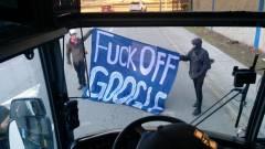 Tüntetők rongálták meg a Google buszát kép