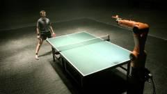 Ipari robottal meccsel a német pingpongbajnok kép