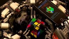 Legórobot döntötte meg a Rubik-kocka-kirakás világrekordját kép