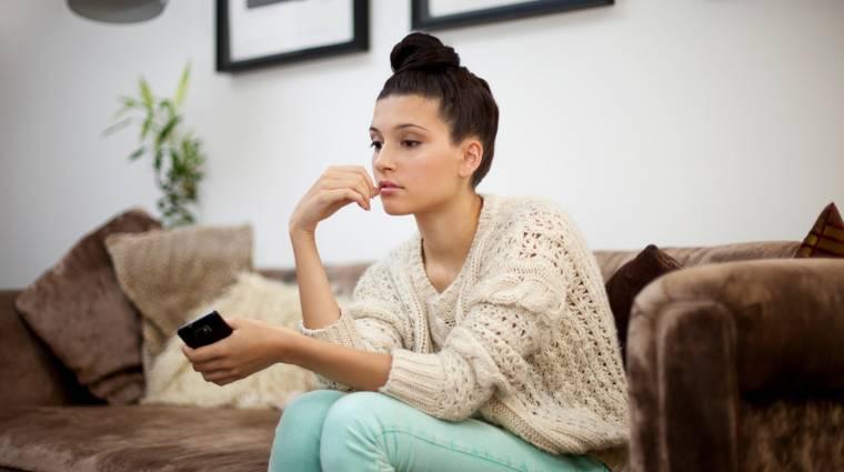 Minél többet facebookozik egy nő, annál magányosabb kép
