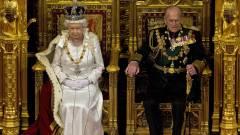 Az angol királynő is megnézte a vastrónt kép