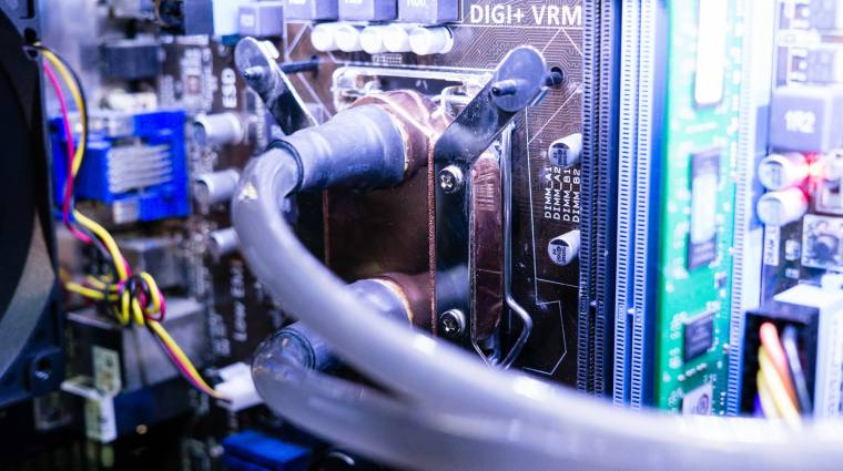 Vízpumpa nélküli csodahűtő a SilverStone-tól kép