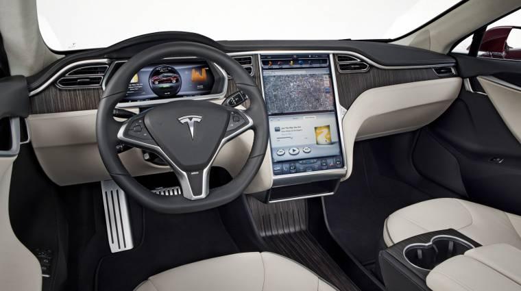 Feltörték a hackerek a Tesla Model S-t kép