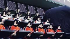 Robotszurkolók buzdítják Korea legrosszabb baseballcsapatát kép