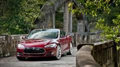 10 000 dollár jár egy Tesla meghackeléséért kép