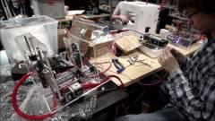 3D-nyomtatású szélkerék a hátizsákban, notebook töltésre kép