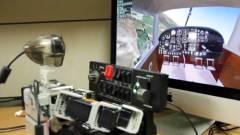 Így vezet repülőt az aprócska robotpilóta kép