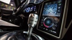 Ezért nyomják le az autók az okostelefonokat kép