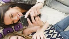 Így add a telefonod az ismerősök kezébe kép