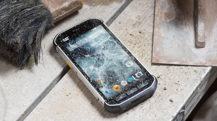 A sárba dobhatod és megtaposhatod ezt az androidos telefont kép
