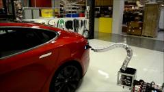 Ezentúl robotkígyó tölti a kocsidat kép