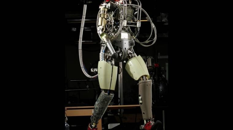 Durván dübörög a Boston Dynamics humanoid robotja kép