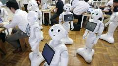 Letartóztatták, amiért belerúgott egy robotba kép