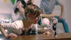 Akarsz egy cuki robotot, ami telefon és projektor is? kép
