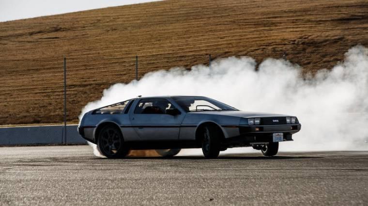 Driftelő robotautó lett a DeLorean kép